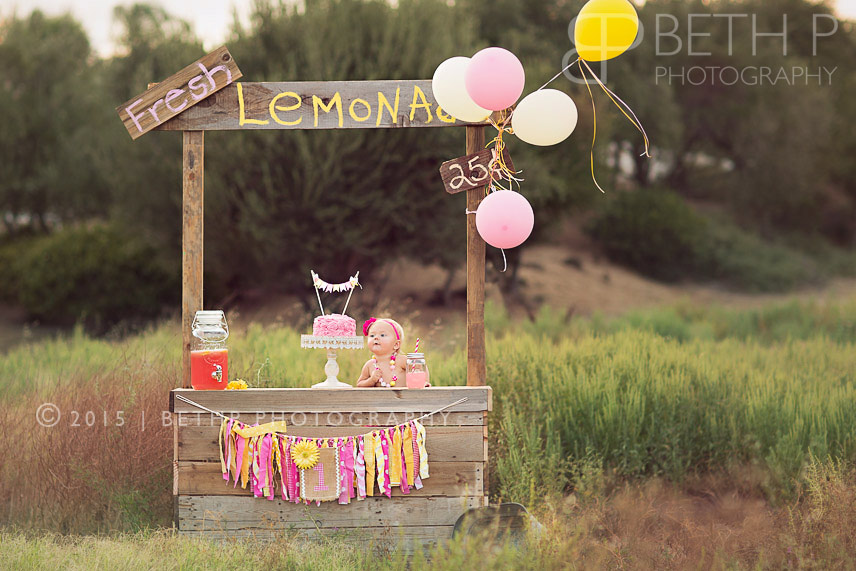6-Best-Temecula-baby-photography-lemonade-stand