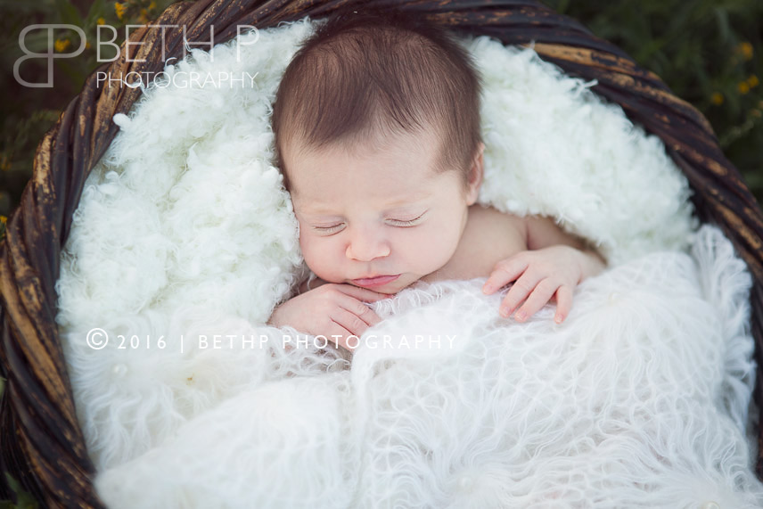 7-sleeiping-newborn-Vista-organic-photography-7